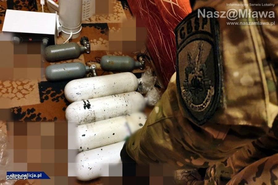 Ładunki wybuchowe w bloku w Płocku. NAGRANIE