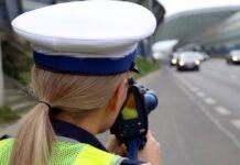 policjantka kontrolująca prędkość