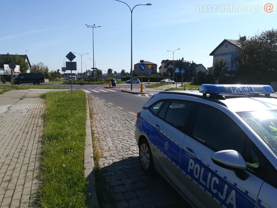 Policyjny radiowóz na ulicy