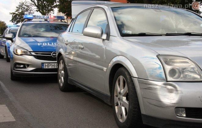 policyjny radiowóz i auto uciekiniera
