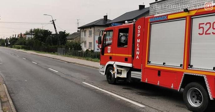 wóz strażacki na drodze